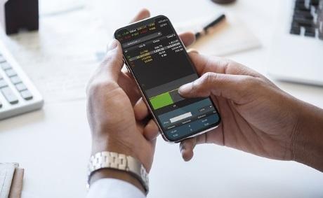 Banxico y Amazon conversan para ofrecer pagos con código QR